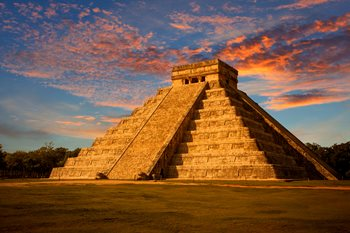El-Castillo-(Kukulkan-Temple)-of-Chichen-Itza-at-sunset,-Mexico-481272289_5616x3744.jpeg